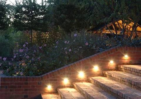 thắp sáng cho sân vườn