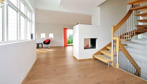 Muốn bảo quản sàn gỗ vào mua mưa phải biết nguyên nhân gây ẩm ướt