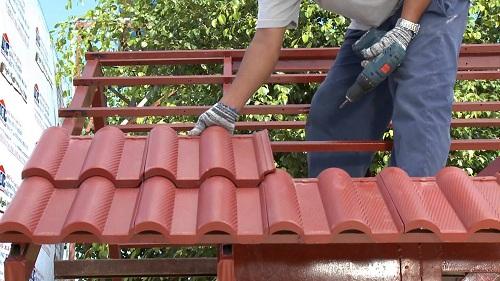 Kỹ thuật lợp ngói màu không phức tạp cho ngôi nhà