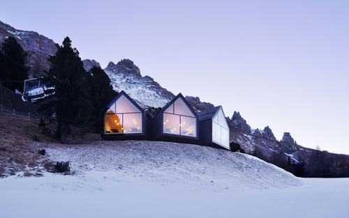 Những căn nhà có cấu trúc đẹp như tranh vẽ giữa núi rừng tại Ý