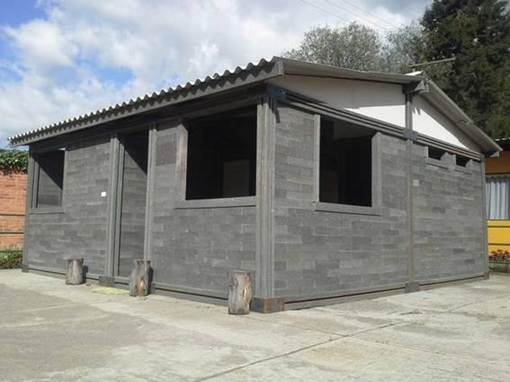 Xây nhà từ gạch tái chế
