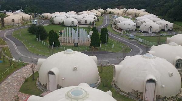 Đặc biệt một vài căn nhà mái vòm bằng xốp có thể chống lại động đất