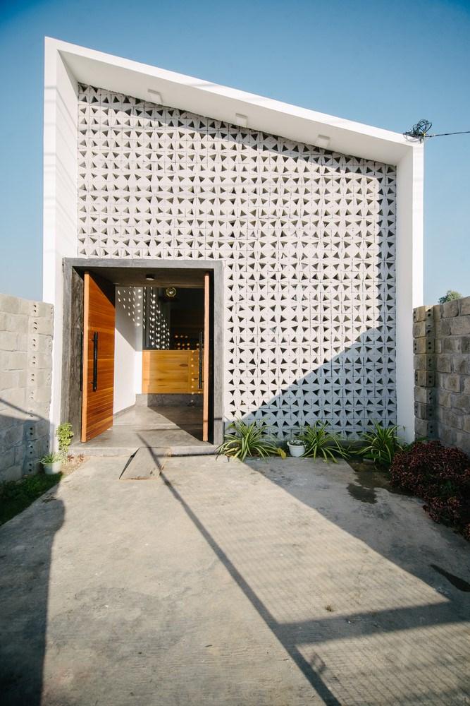 Ngắm ngôi nhà một tầng nổi bật giữa Kon Tum