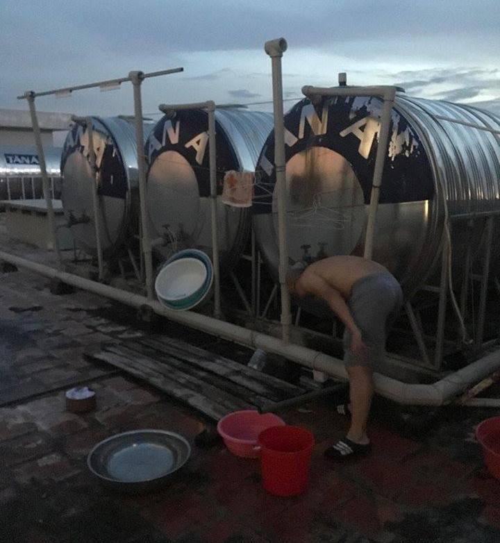 Cuộc sống người dân HUD 3 Linh Đàm đảo lộn vì mất nước