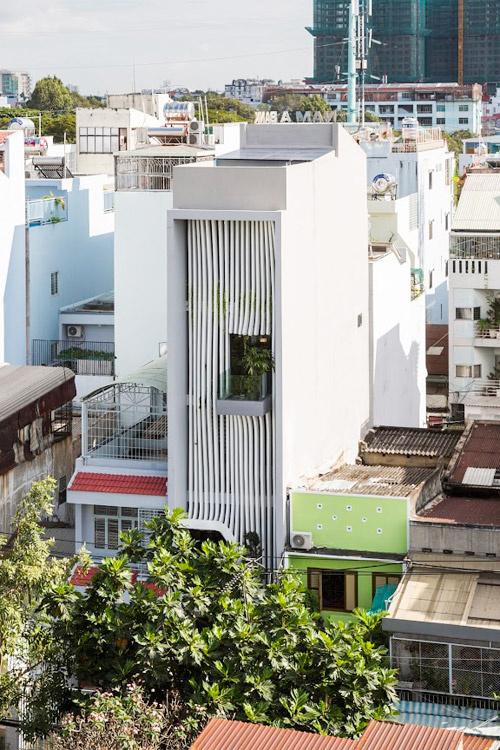 Ngôi nhà có mặt tiền mềm mại như dải lụa tại Sài Gòn