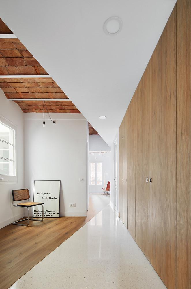 Thiết kế căn hộ tiện nghi với bếp ẩn sau cửa trượt - Ảnh minh hoạ 2