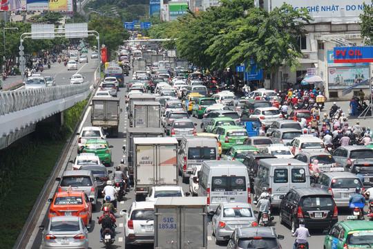 kẹt xe tại đường Trường Sơn