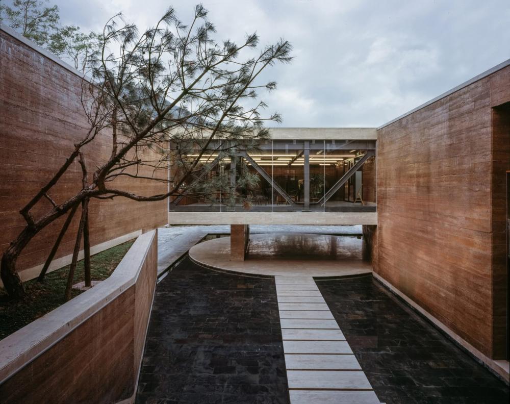 Tường đất bao quanh bảo tàng nghệ thuật ở Cảnh Đức Trấn