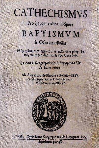 cuốn sách chữ quốc ngữ đầu tiên