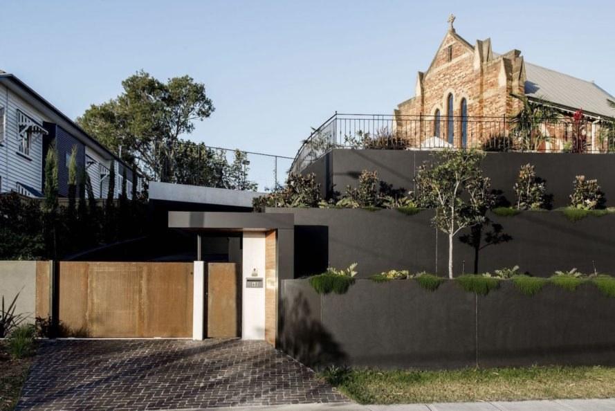 Ngôi nhà hiện đại được cải tạo từ nhà thờ cổ
