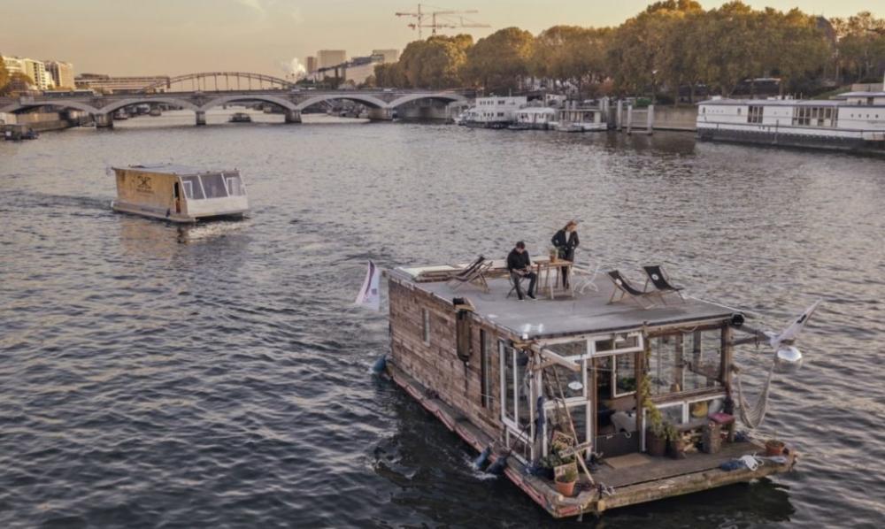 Bộ đôi nhiếp ảnh gia đi khắp châu Âu trên nhà thuyền tự chế