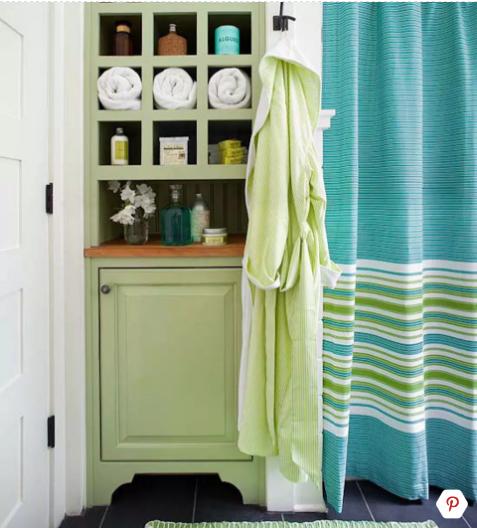 phòng tắm nhỏ màu xanh