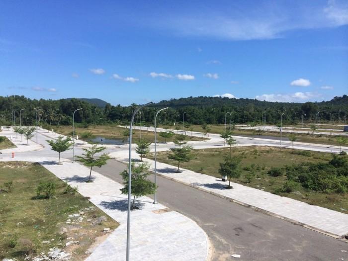 Diễn biến trái chiều của đất nền Vân Đồn và Phú Quốc