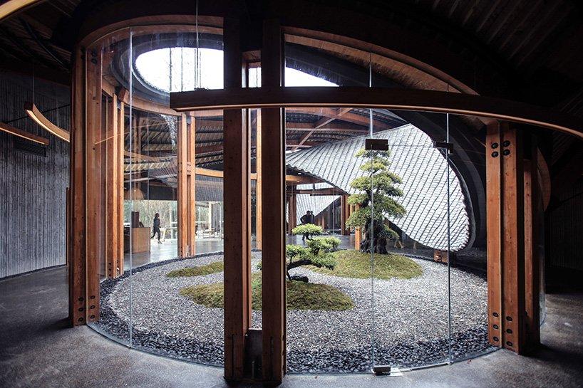 Ngôi nhà giống biểu tượng vô cực khổng lồ ở Trung Quốc