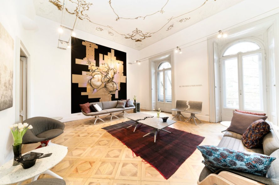 Ngôi nhà xinh đẹp với nội thất làm từ đồ tái chế