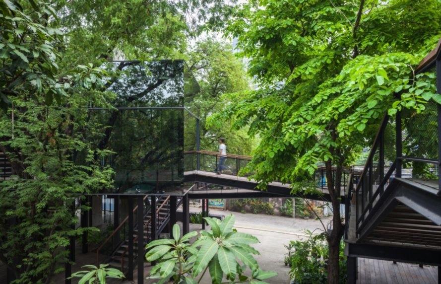 """Khu nhà ốp gương """"tàng hình"""" giữa vườn cây"""