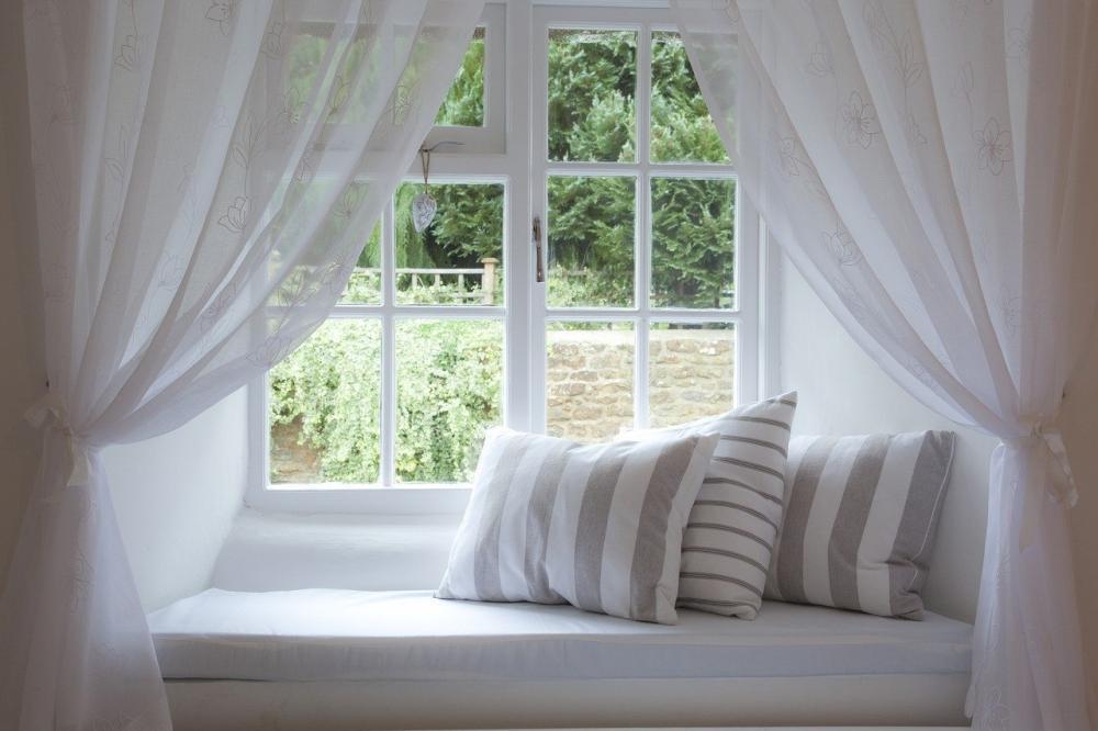 Góc nhỏ thư giãn bên cửa sổ