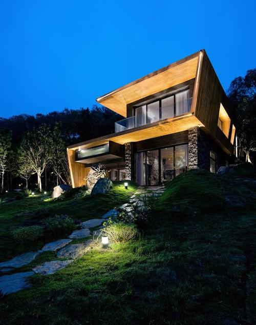 Biệt thự 2 tầng theo phong cách Bắc Âu nằm giữa đồi thông
