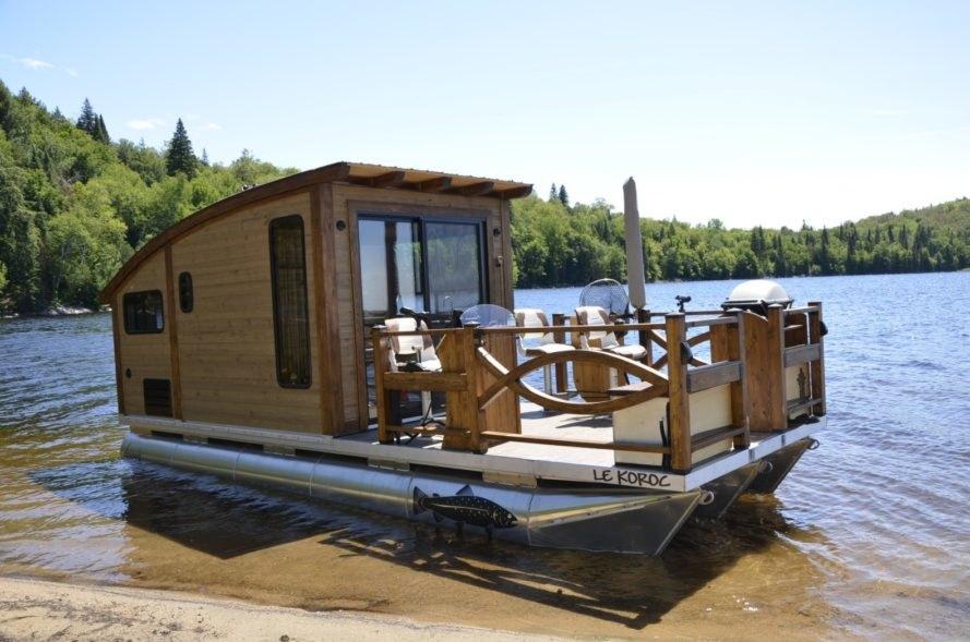 Thả trôi ưu phiền với căn nhà nổi tí hon trên sông nước