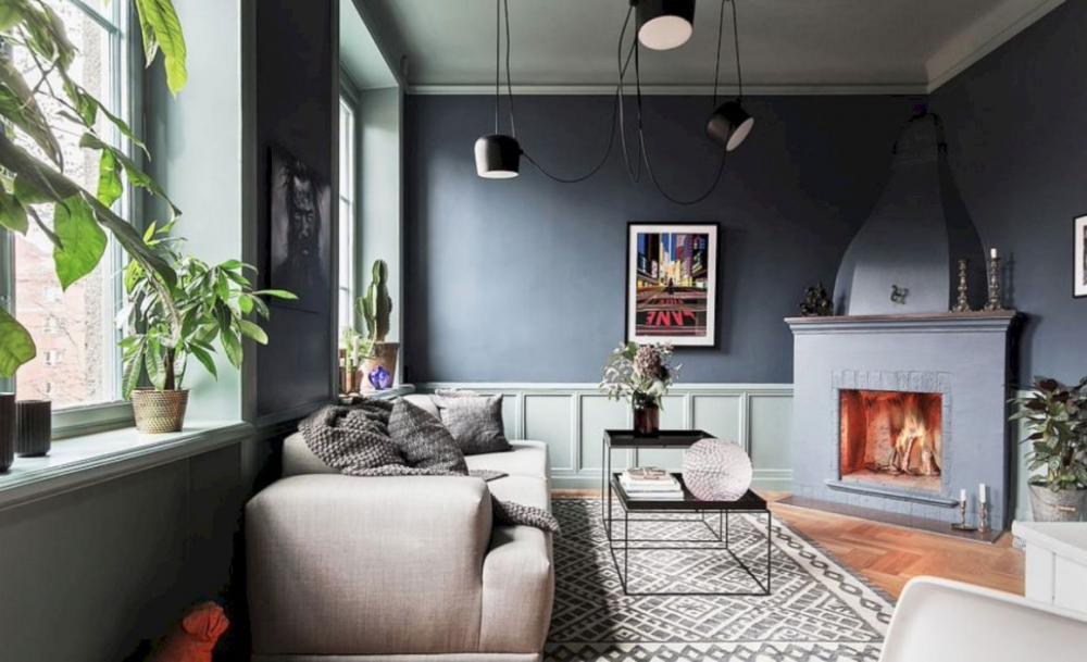 Tường xám tương phản với sofa và thảm trải trắng tạo sự kết hợp khá bắt mắt