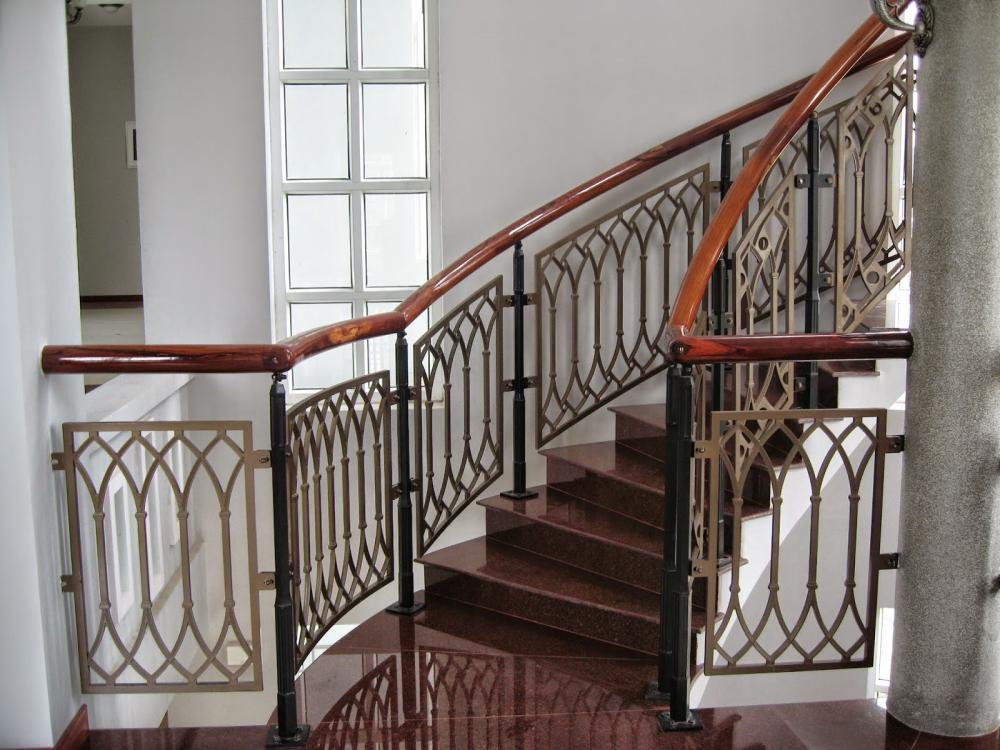 Cầu thang kim loại có khả năng chống gỉ sét tốt