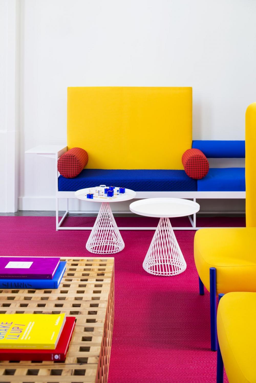 Vải bọc ghế làm từ chất liệu canvas thoải mái với những gam màu sáng bắt mắt