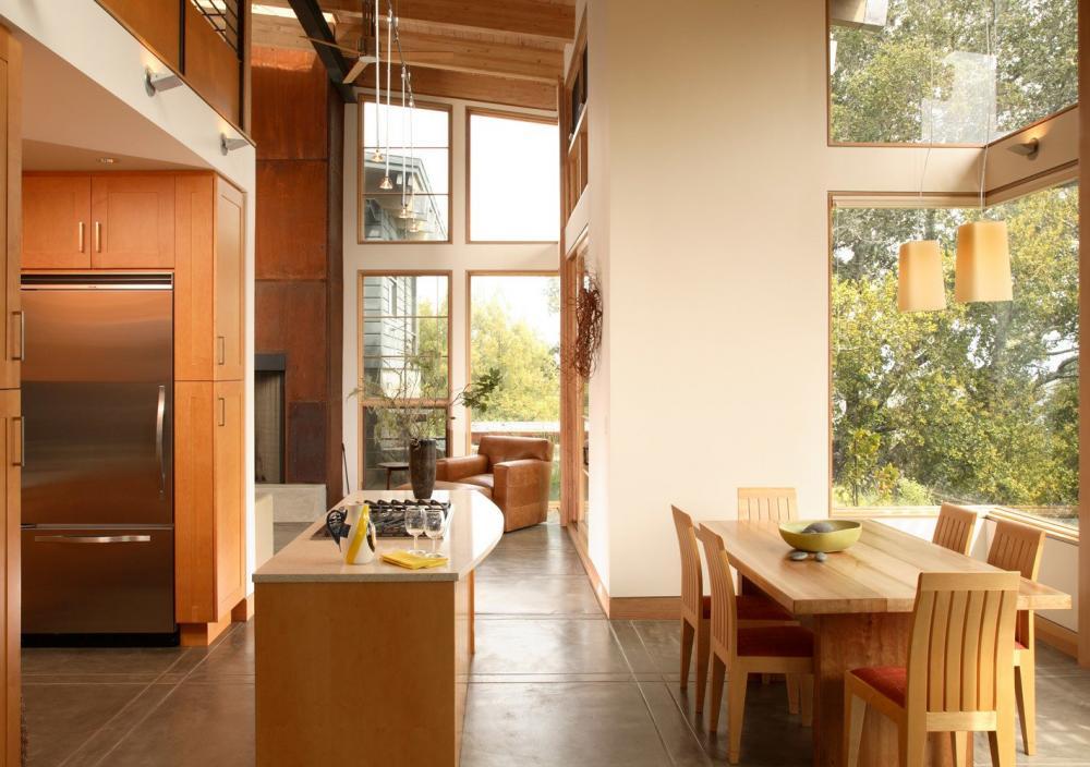 Khu vực bếp và ăn uống ấm cúng nhờ chất liệu gỗ của nội thất
