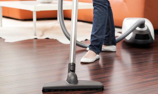 Sử dụng máy hút ẩm giúp bảo quản sàn gỗ hiệu quả
