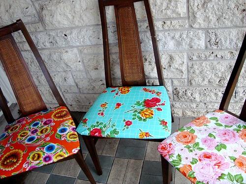 Ghế ăn có đệm ngồi họa tiết thường theo phong cách bán cổ điển