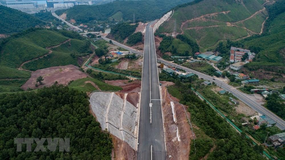 cao tốc Hạ Long - Vân Đồn (Quảng Ninh)
