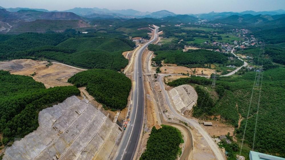 Toàn cảnh cao tốc Hạ Long - Vân Đồn