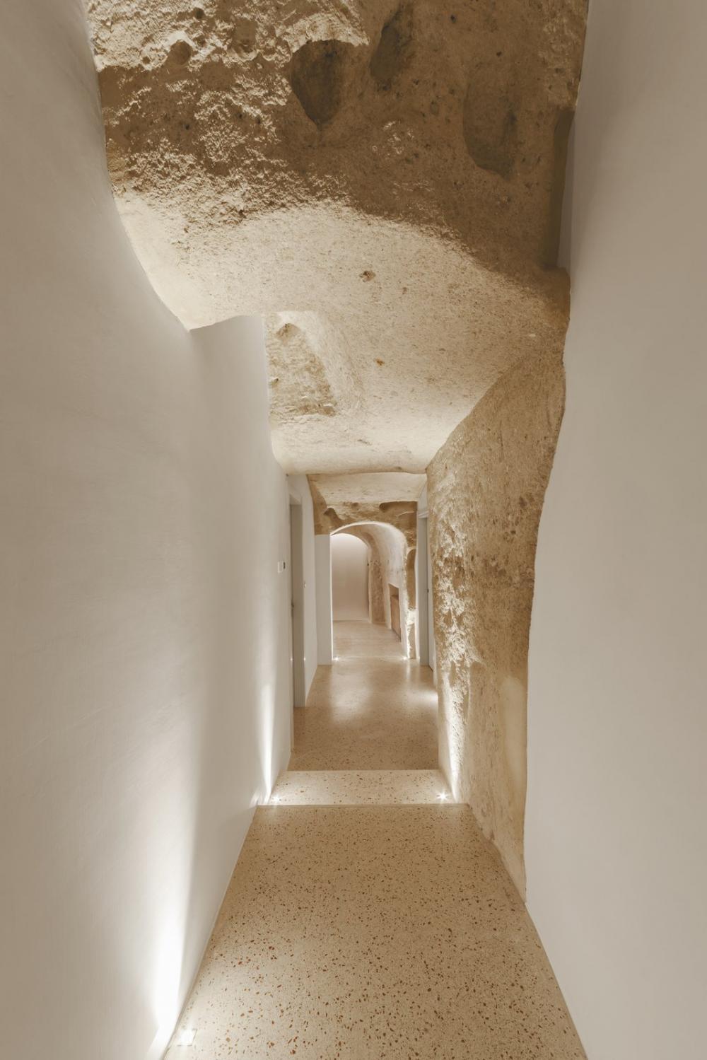 Khu vực spa và 4 phòng ngủ trong khách sạn 1 tầng trải rộng trên diện tích 3.229m2
