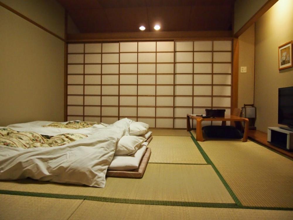Không sử dụng giường sẽ tiết kiệm diện tích cho ngôi nhà nhỏ