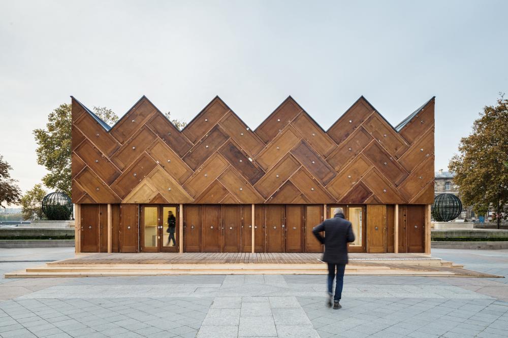 Quán cafe có hình dáng vương miện được xây dựng hoàn toàn từ vật liệu tái chế