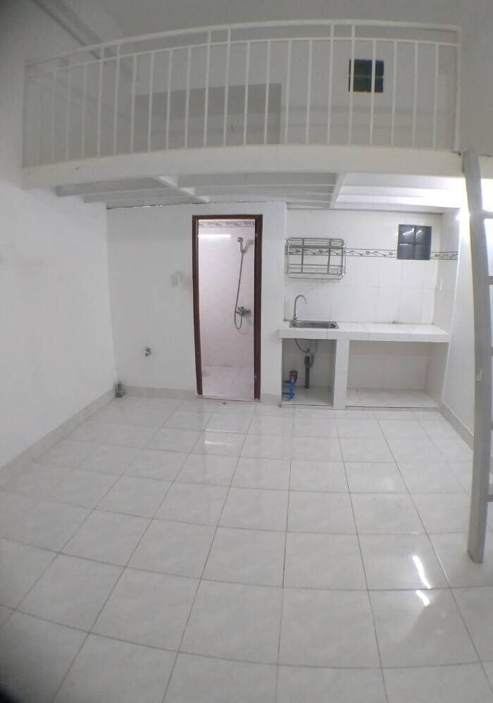 Cho thuê phòng lầu 2 có máy lạnh, gác lửng, cửa sổ, wc riêng, q7