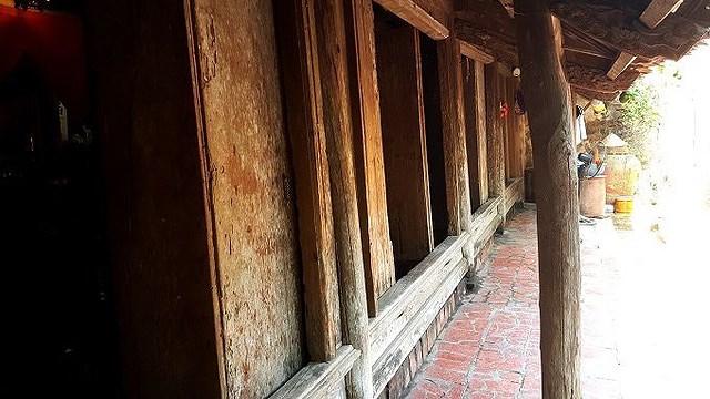 cửa chính ngôi nhà