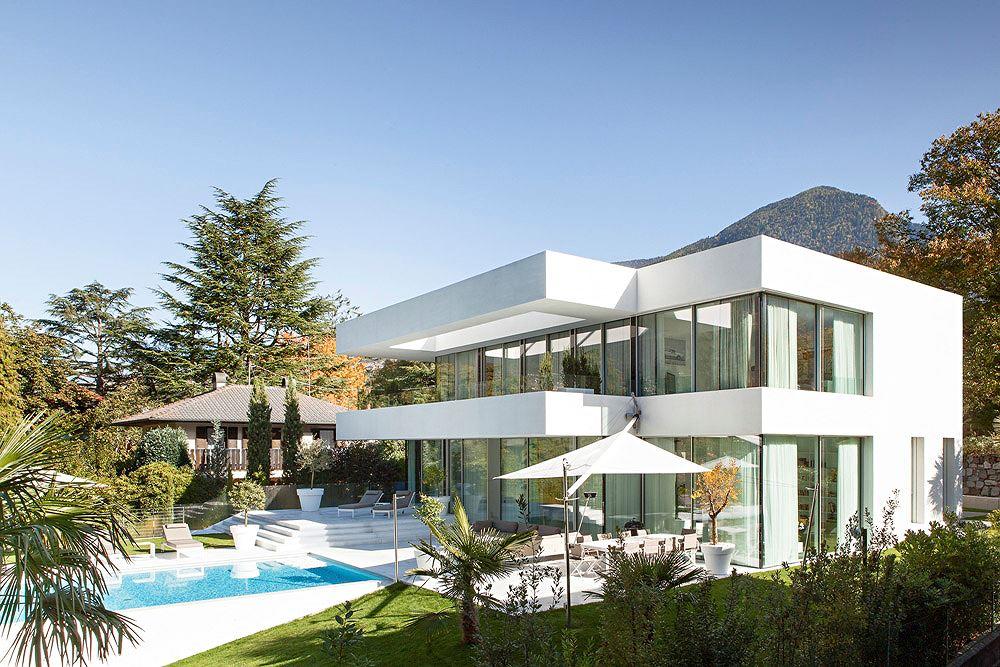 Ngôi nhà màu trắng bắt mắt ở miền bắc Italia