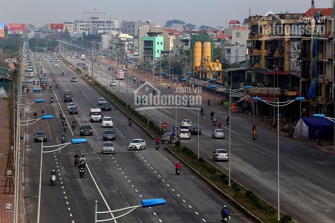 Cần bán nhà mặt đường Võ Chí Công, Tây Hồ. DT 50m2 - 90m2, giá 400 - 430  tr/m2