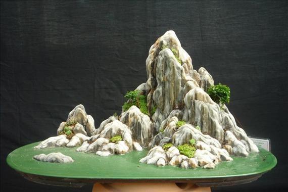 Tiểu cảnh có Núi thuộc hình kim