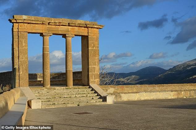 Italy rao bán nhà giá 1 Euro