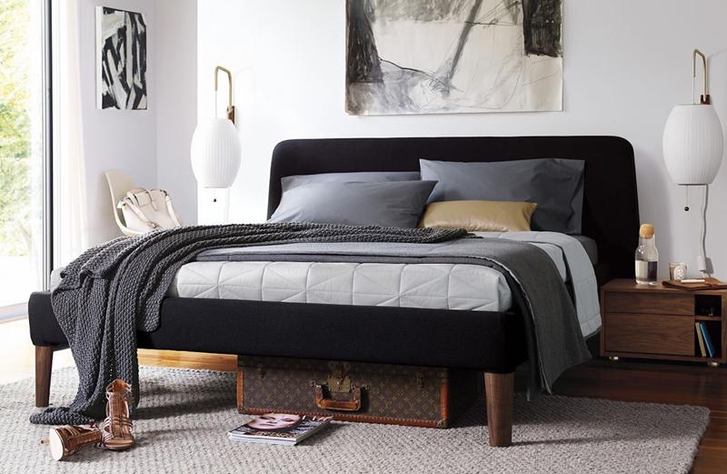 giường bọc vải đen
