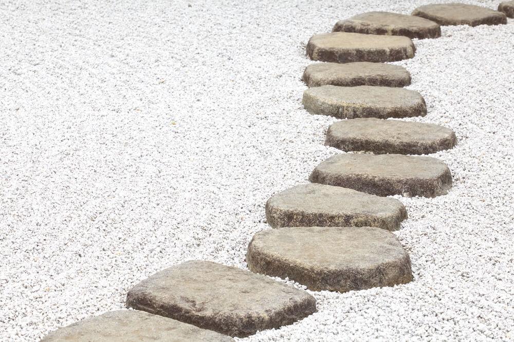 Thiết kế lối đi bằng đá trong sân vườn
