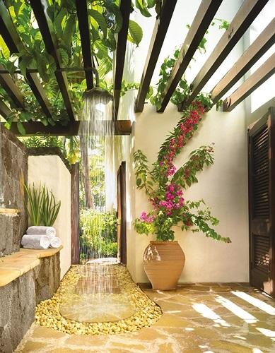 phòng tắm sân sau