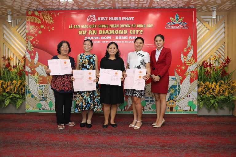 khách hàng Việt Hưng Phát