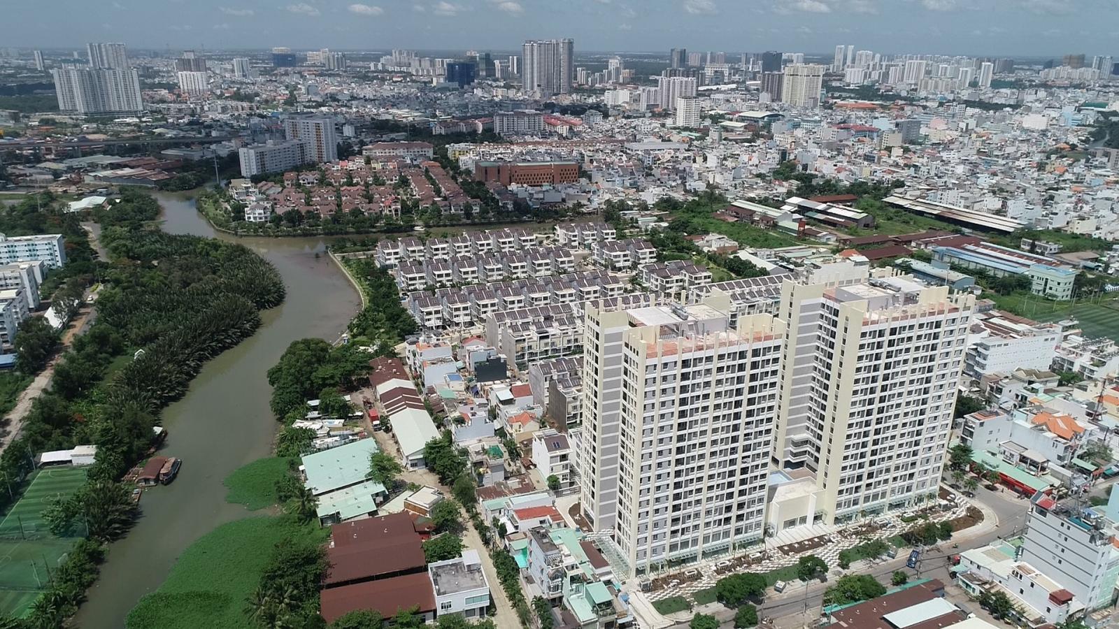 Bất động sản ven sông có tỷ lệ bán chênh cao nhất thị trường