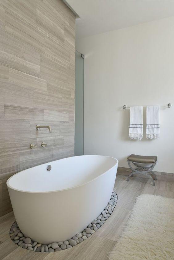 không gian âm trong phòng tắm