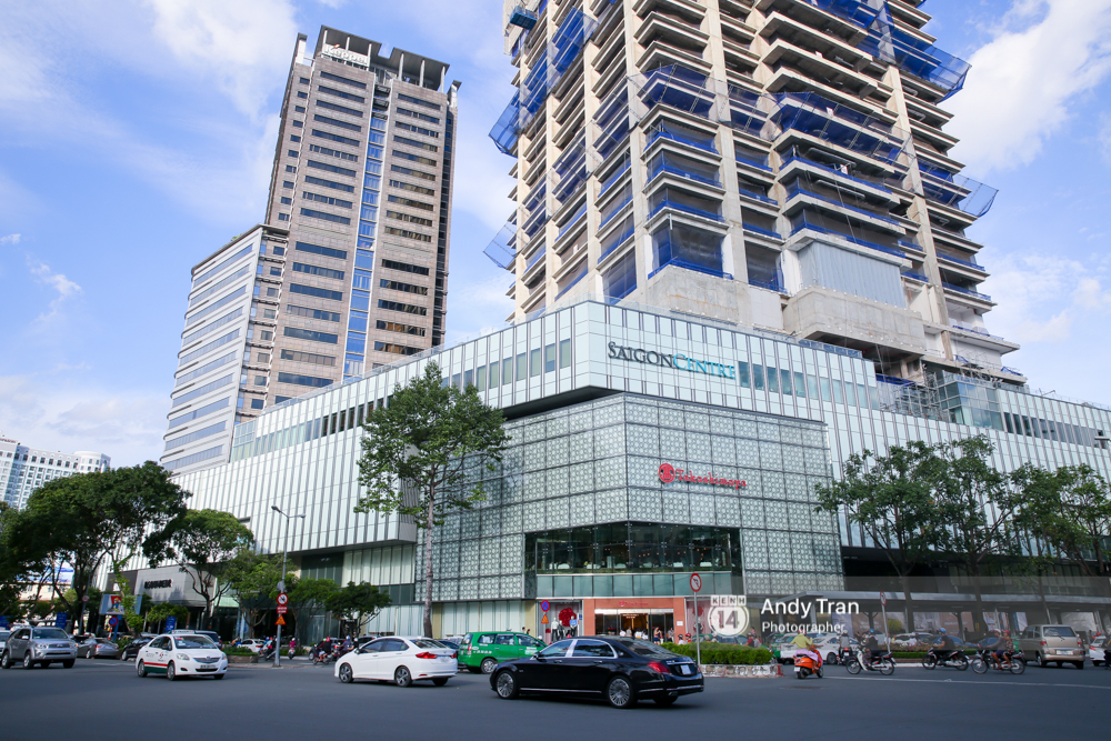 Giá thuê văn phòng và mặt bằng bán lẻ tại TP.HCM cao hơn hẳn Hà Nội