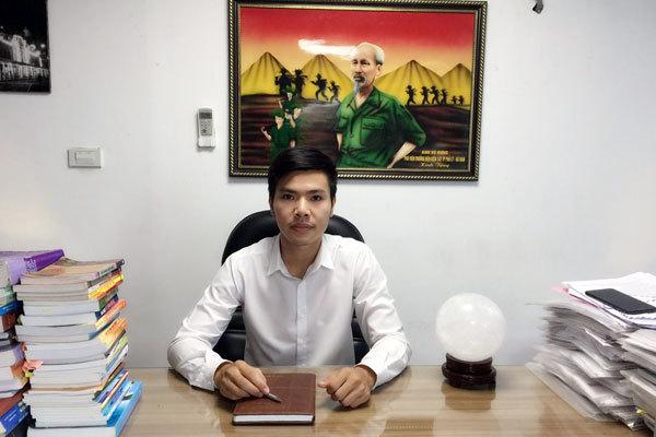 """Đại gia khốn khổ sống cạnh """"biệt thự ma"""" ở Hà Nội"""