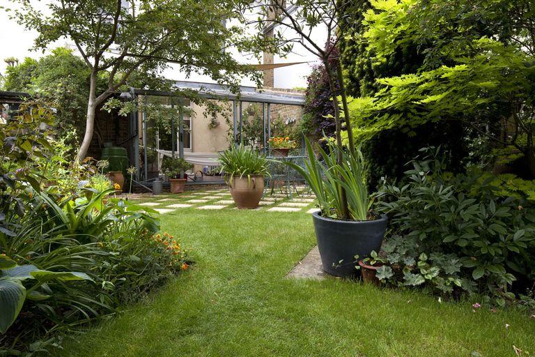 Vài mẹo nhỏ biến sân vườn thành ốc đảo thư giãn lý tưởng