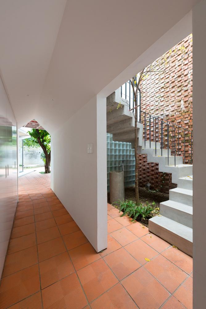 hành lang hẹp